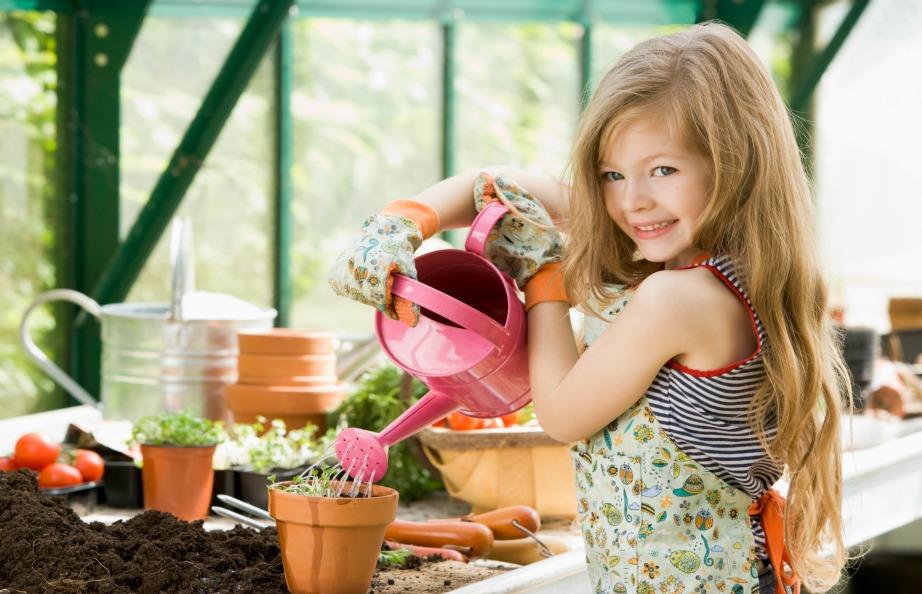 Βάλτε τα παιδάκια σας από μικρά να ασχολούνται με την κηπουρική γιατί τα οφέλη της για την υγεία είναι πολλά