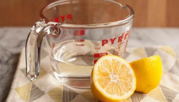 4 Έξυπνοι Τρόποι να Καθαρίσετε με Λεμόνια