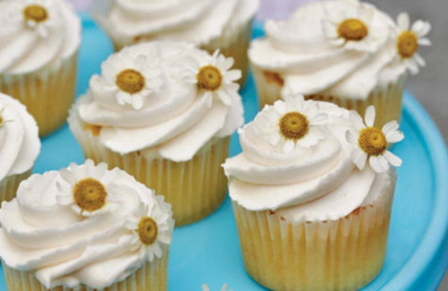 Διακοσμήστε τα γλυκά σας με όμορφα άνθη χαμομηλιού ή με μαργαρίτες