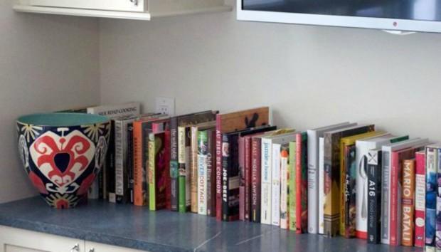 7 Τρόποι για να Αναδείξετε τα Βιβλία Μαγειρικής στη Διακόσμηση