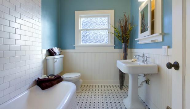 Κάντε το Μικροσκοπικό Μπάνιο σας να Φαίνεται Τεράστιο με 9 Τρόπους