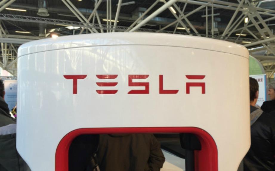 Η Tesla μας υπόσχεται μια μπαταρία που θα δίνει μονίμως ηλεκτρική ενέργεια στο σπίτι μας.
