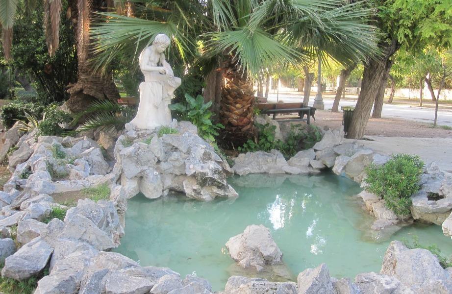 Ο Εθνικός Κήπος είναι ιδανικός για χαλαρωτικούς περιπάτους μέσα στη φύση ακριβώς στο κέντρο της Αθήνας