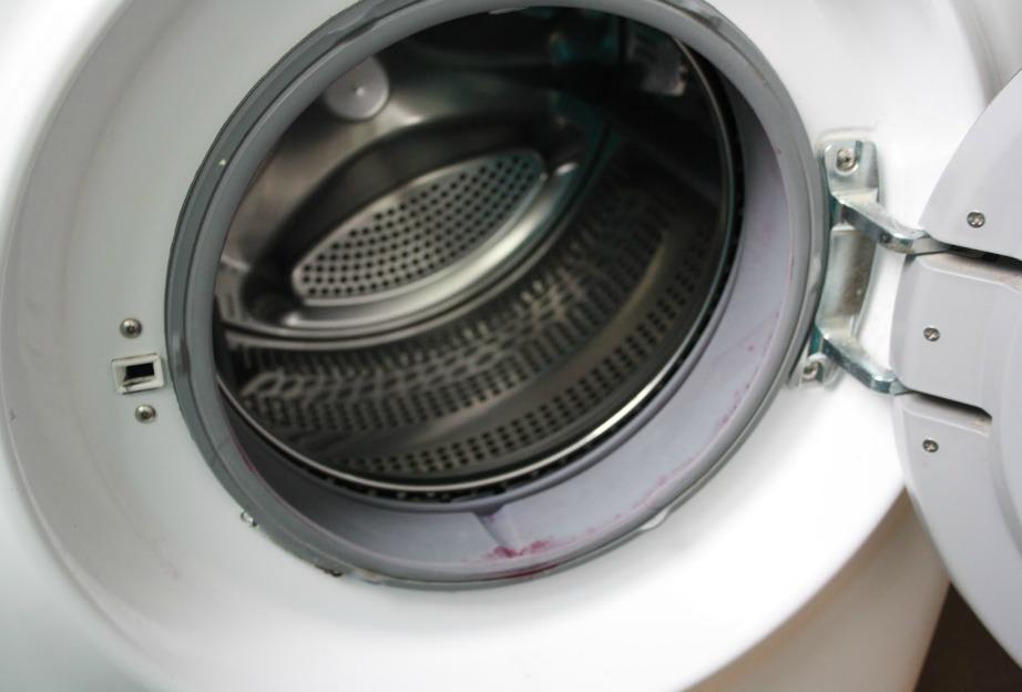 Ελέγξτε καλά αν έχει απομακρυνθεί όλη η βρωμιά από τα λάστιχα και φροντίστε να αφήνετε την πόρτα ανοιχτή μετά το τέλος κάθε πλυντηρίου