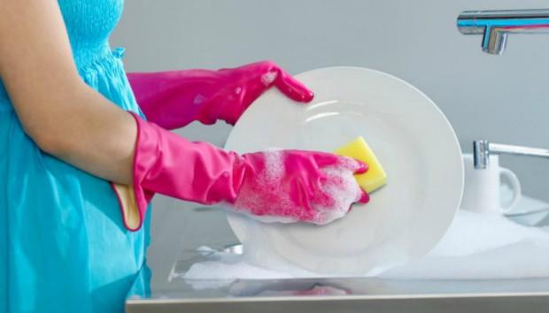 Περίεργη Έρευνα: Ο Τρόπος που Πλένετε τα Πιάτα σας Ίσως σας Κάνει Αλλεργικούς