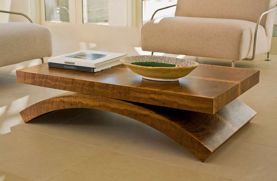 Να θυμάστε ότι το υλικό του coffee table σας αναδεικνύεται περισσότερο όταν είναι λιτά διακοσμημένο.
