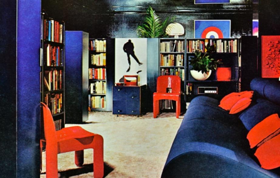 Οι βιβλιοθήκες ήταν ξεχύλιζαν από βιβλία και δίσκους