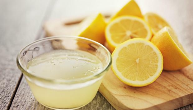 5 Λόγοι για να Ξεκινάτε Κάθε Μέρα σας με Χυμό Λεμονιού και Νερό