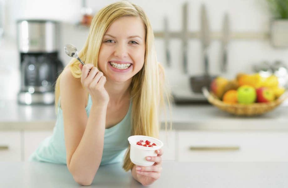 Θέλετε να νιώσετε χορτάτοι; Μην τρώτε όρθιοι!