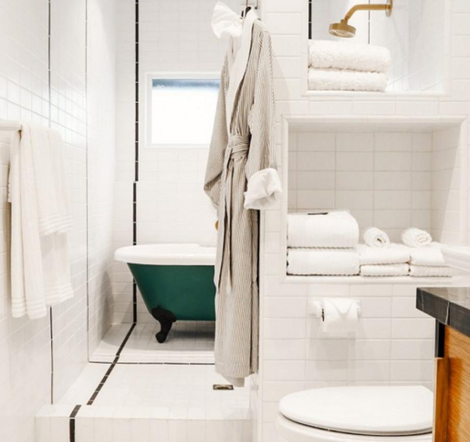 Τι ωραίο που είναι να είναι η μπανιέρα σε ξεχωριστό χώρο από την τουαλέτα.