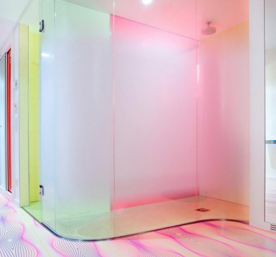 Το πιο 80's μπάνιο του κόσμου βρίσκεται στο Βερολίνο.