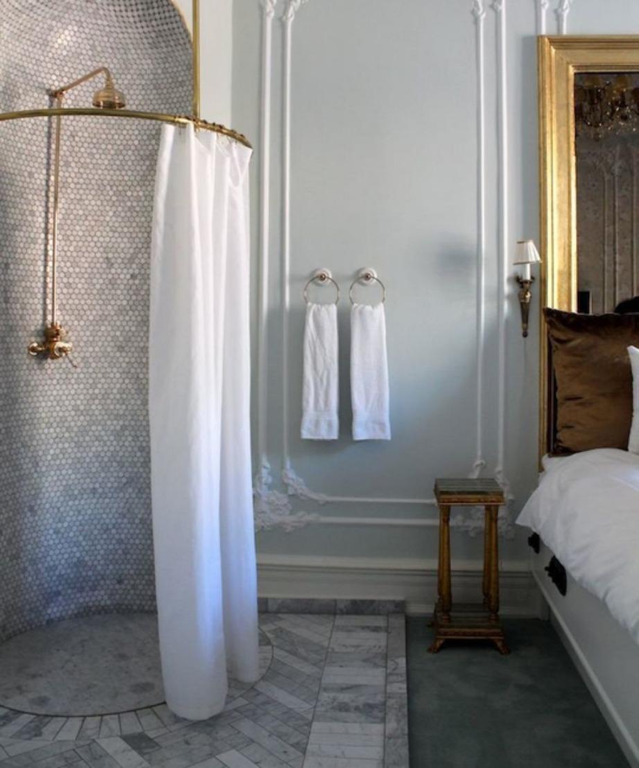 Σε αυτό το ξενοδοχείο στη Σουηδία το μπάνιο βρίσκεται μέσα στο υπνοδωμάτιο.