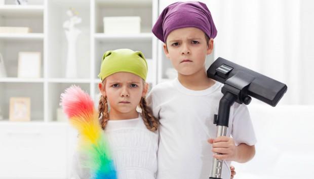 5 Τρόποι που θα Κάνουν τα Παιδιά σας να Αφήσουν για Λίγο τα Παιχνίδια τους και να Βοηθήσουν στις Δουλειές