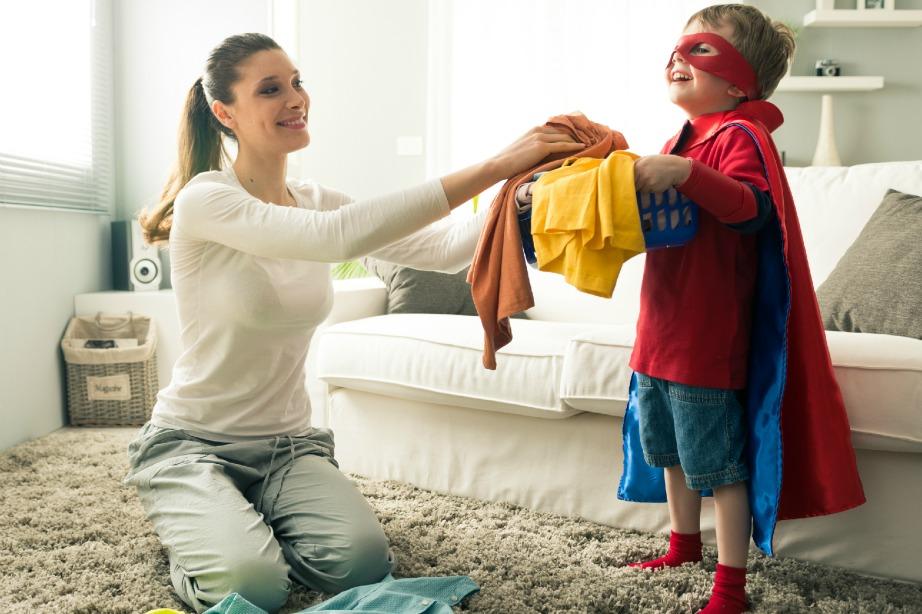 Κάντε το παιδί σας να δει τις δουλειές του σπιτιού σαν παιχνίδι!