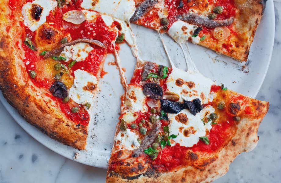 """Στην πίτσα λέμε """"ναι"""".Αρκεί να έχει αντζούγιες."""