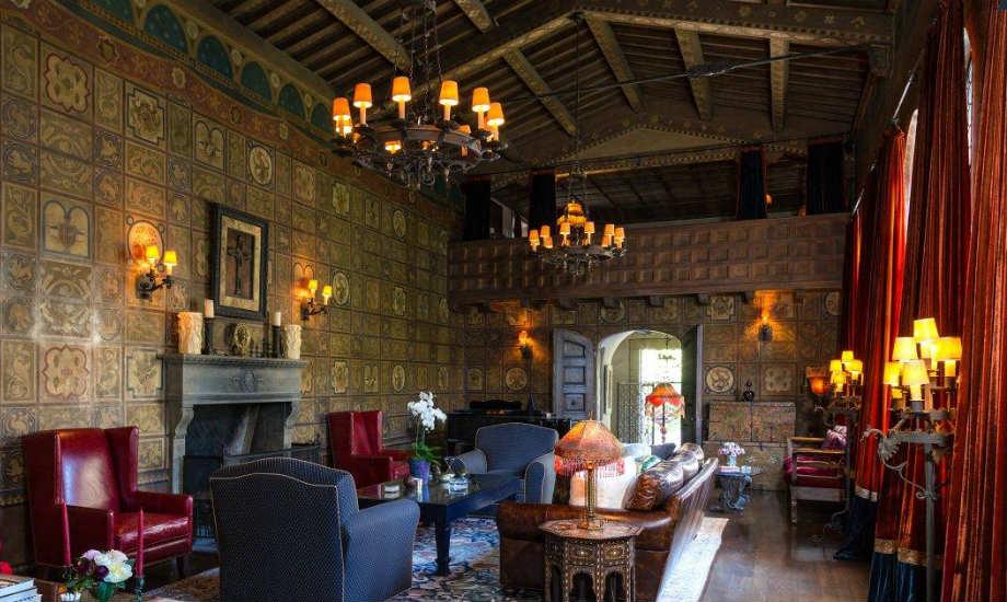 Το κεντρικό καθιστικό του σπιτιού μοιάζει να είναι βγαλμένο από αναγεννησιακό πίνακα.