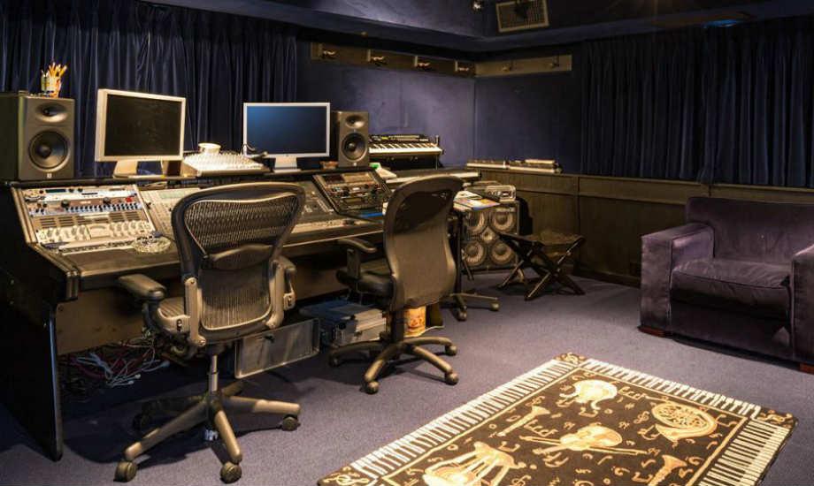 Ο Antonio Banderas έχει δηλώσει στο παρελθόν τη λατρεία του για τη μουσική. Αυτό το δωμάτιο αποτελεί απόδειξη της ειλικρίνειάς του.