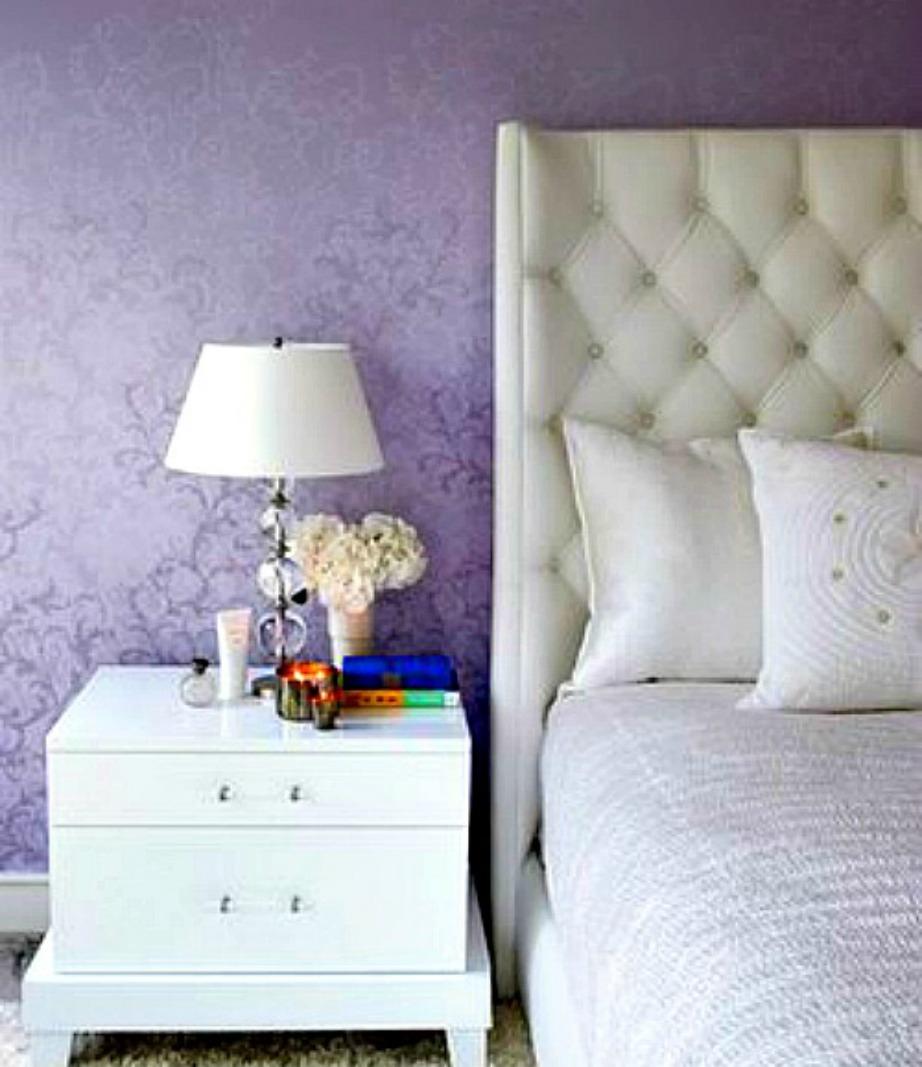 Η κρεβατοκάμαρα της Gwyneth είναι σε λευκό χρώμα και με μοβ ταπετσαρία.