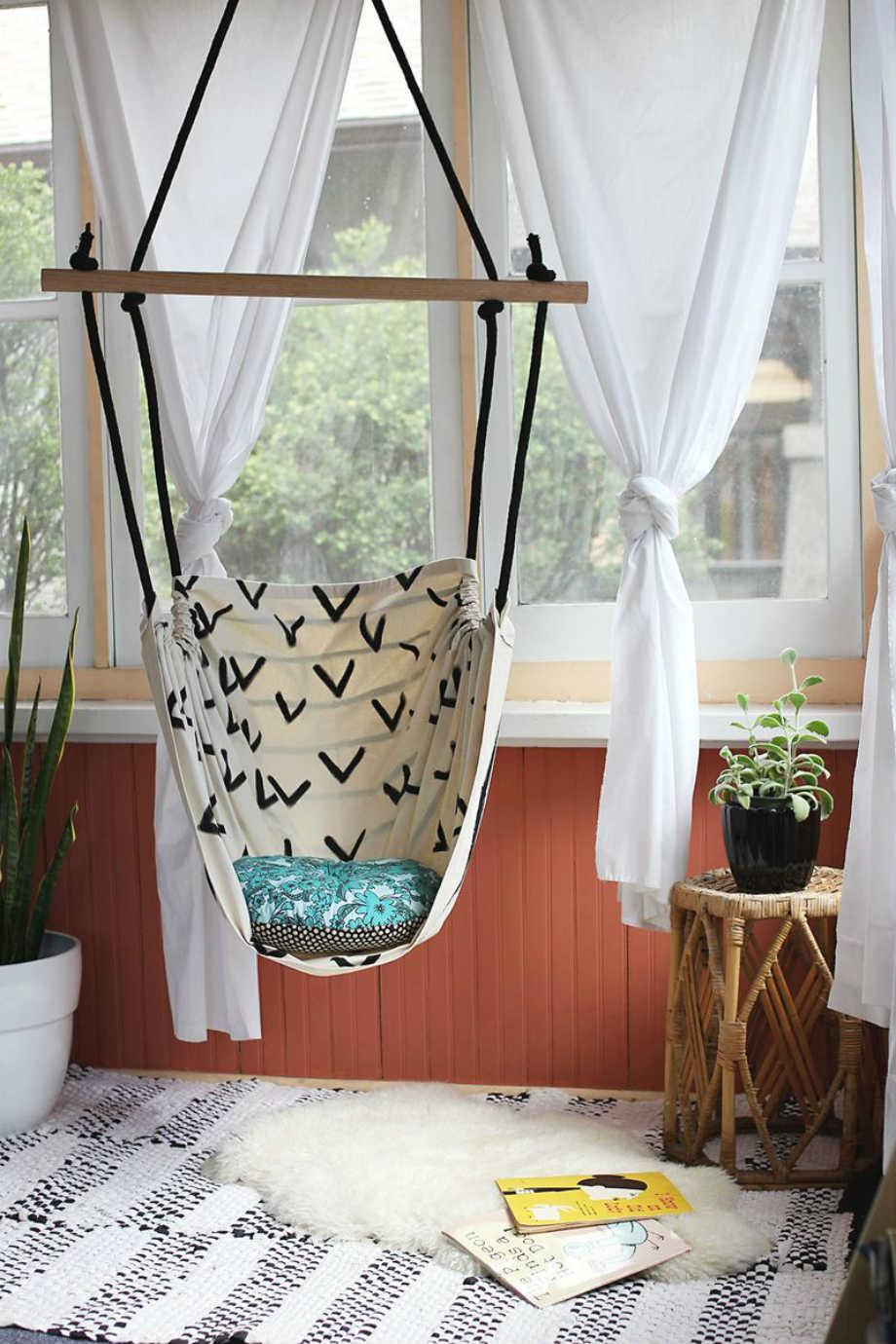 Αυτή η κρεμαστή καρέκλα είναι ιδανική και για εσωτερικούς χώρους.