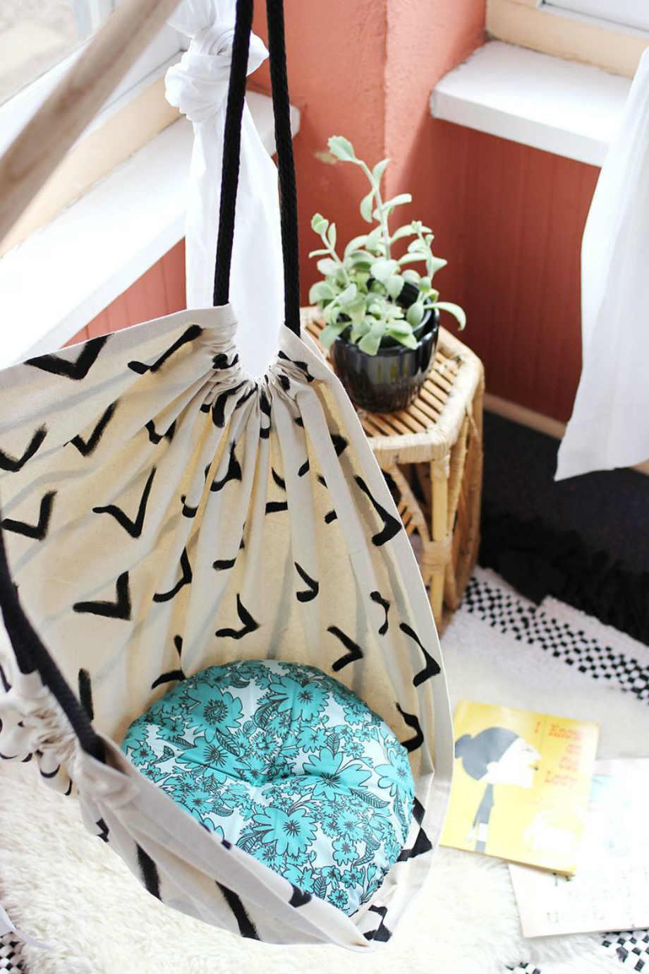 Για μεγαλύτερη άνεση, τοποθετήστε ένα μαξιλάρι στην κρεμαστή καρέκλα σας.