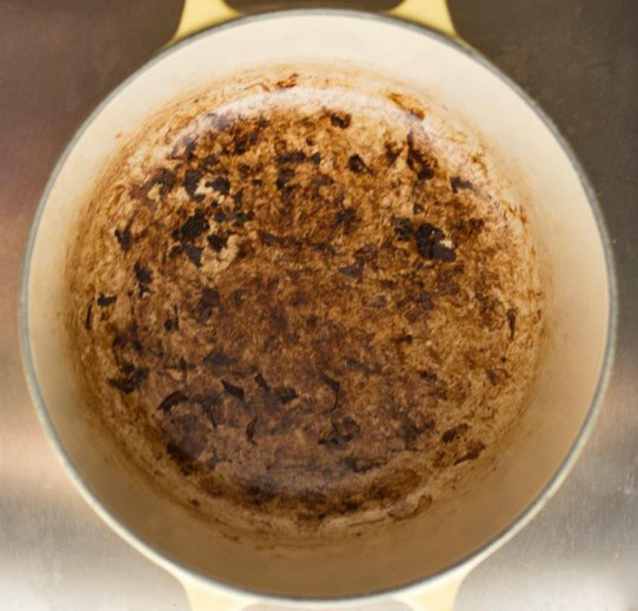 Αν κάψατε την κατσαρόλα μην πανικοβάλλεστε. Με αυτή τη συνταγή θα φύγει το κάψιμο στο λεπτό.