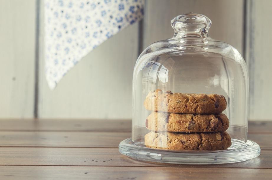 Καλό είναι να αποθηκεύετε τα τρόφιμά σας σε γυάλινα δοχεία και τάπερ.