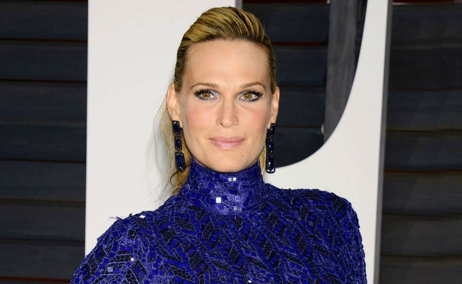 H Molly Sims υπήρξε γνωστό μοντέλο που φιγουράριζε στα εξώφυλλα των Sports Illustrated Swimsuit Issues. Σήμερα ασχολείται με την ηθοποιία και εμφανίζεται σε αρκετές σειρές στην τηλεόραση.