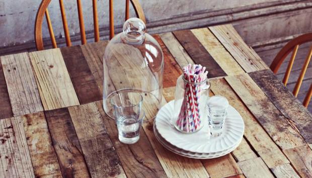 DIY για τη Βεράντα: Φτιάξτε με Παλέτες Αυτό το Απίστευτο Τραπέζι!