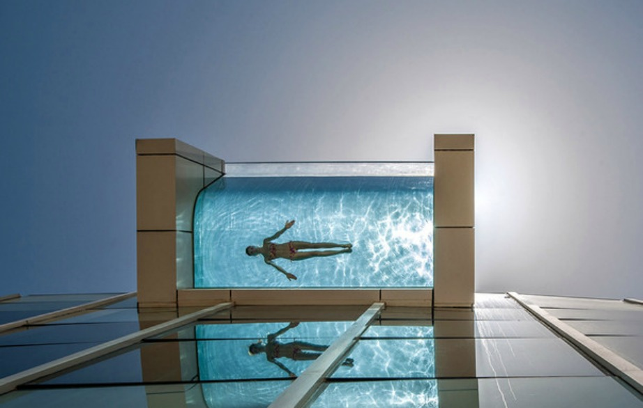 Φανταστείτε την αίσθηση να κολυμπάτε στον 26ο όροφο ενός τεράστιου ξενοδοχείου..