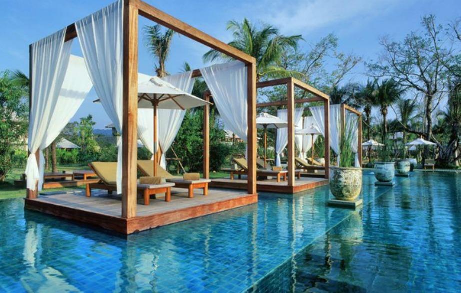 Σε αυτό το ξενοδοχείο κάνετε ηλιοθεραπεία χωρίς να χρειαστεί να βγείτε εντελώς από την πισίνα.