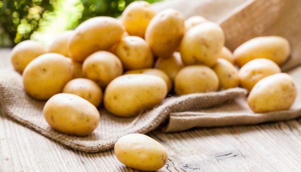 Το Τέλειο Κόλπο για να Καθαρίσετε Πατάτες σε Δευτερόλεπτα!