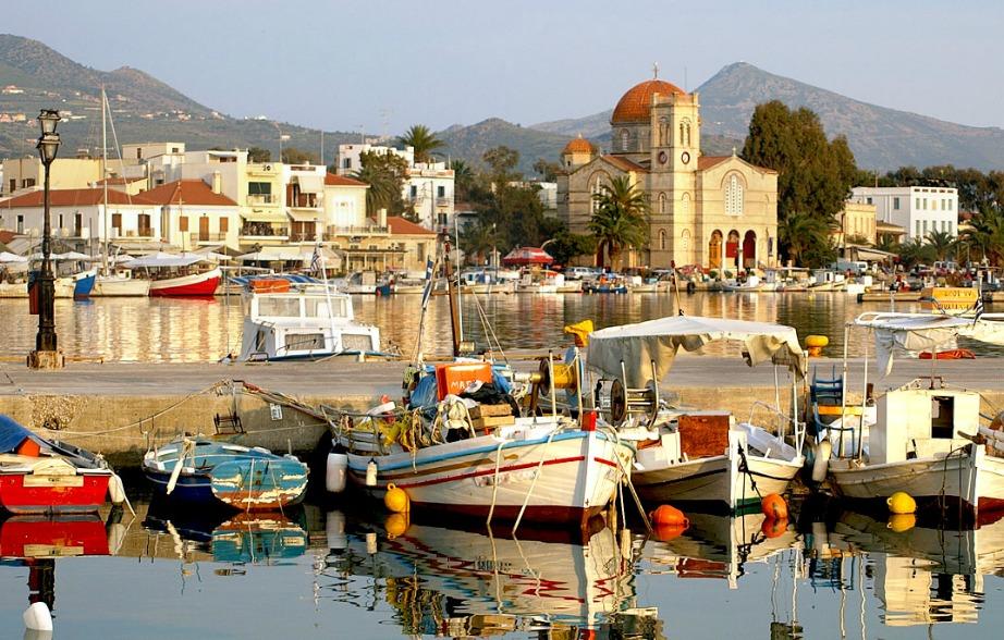 Η πανέμορφη Αίγινα είναι το πιο κοντινό νησί στην Αθήνα.