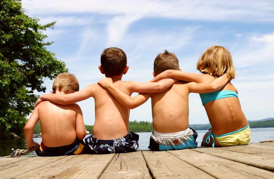 Οι φίλοι μας μάς κρατούν γερούς, δυνατούς, νέους κι ευτυχισμένους!