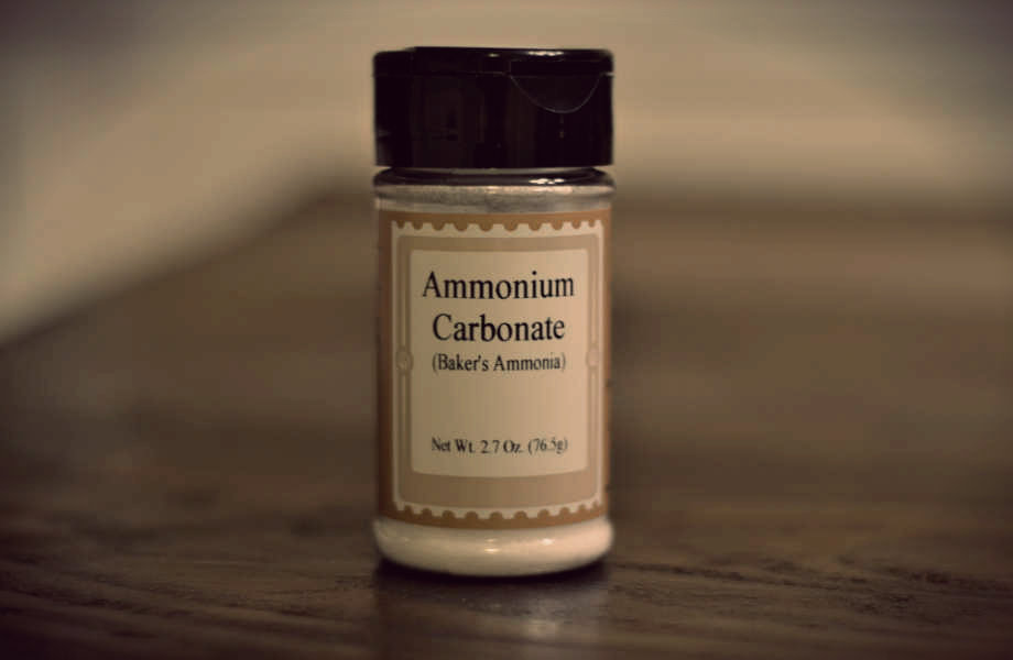 H μυρωδιά της αμμωνίας κρατάει τις κατσαρίδες μακριά.