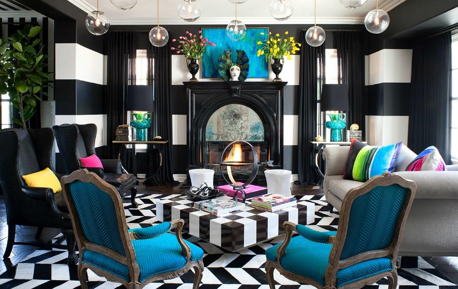 Το καθιστικό της Kourtney Kardashian έχει μια έκρηξη χρωμάτων.