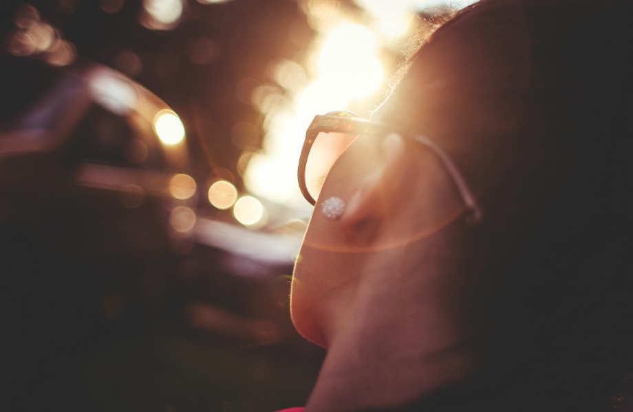 Τα μάτια σας δεκατέσσερα: Πριν την απομάκρυνση από το ταμείο, ελέγξτε την ετικέτα τους για να δείτε ότι τα γυαλιά ηλίου σας πληρούν τις κατάλληλες προϋποθέσεις!