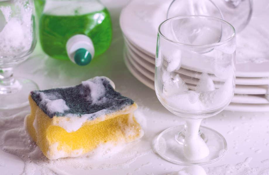 Το απορρυπαντικό για τα πιάτα δεν καθαρίζει αποτελεσματικά μόνο τα σερβίτσια σας αλλά και τα γυαλιά ηλίου σας!