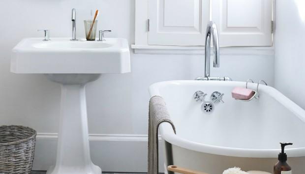 Φτιάξτε το Τέλειο Καθαριστικό Μπάνιου με 2 Υλικά από την Κουζίνα (VIDEO)