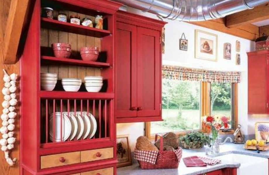 Χαρούμενο, φωτεινό και ρουστίκ, το κόκκινο δίνει ξεχωριστό ύφος στην κουζίνα σας.