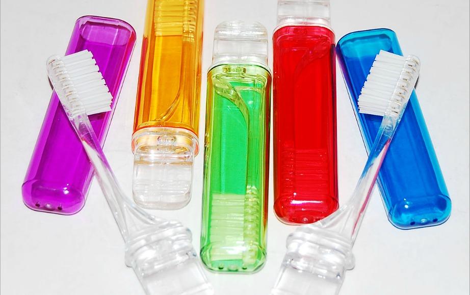 Αποφύγετε αποθηκευτικά οδοντόβουρτσας όπως αυτά στην εικόνα.