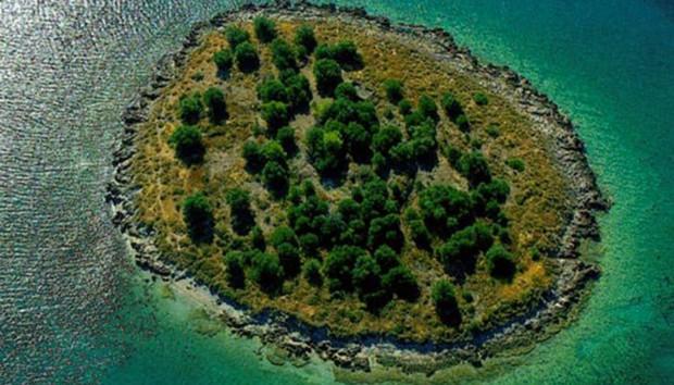 Αυτό το Ελληνικό Νησί Πωλείται Όσο ένα Διαμέρισμα στην Αγγλία