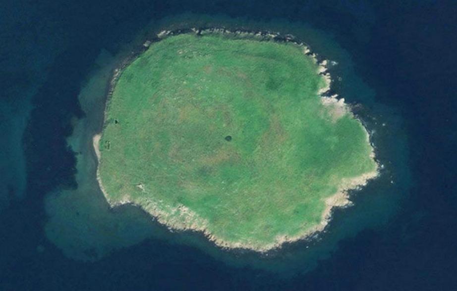 Η Μικρή Λέσβος πωλείται όσο ένα διαμέρισμα στο Λονδίνο. Το νησάκι βρίσκεται πολύ κοντά στη Μυτιλήνη.