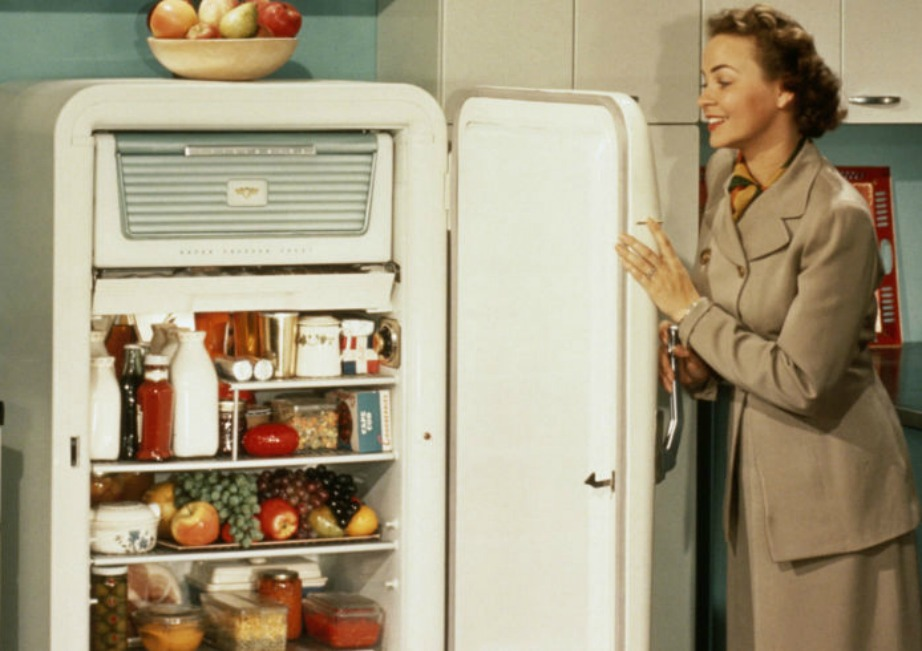 Τη δεκαετία του 40 και του 50 τα ψυγεία δεν άνοιγαν από μέσα προς τα έξω.