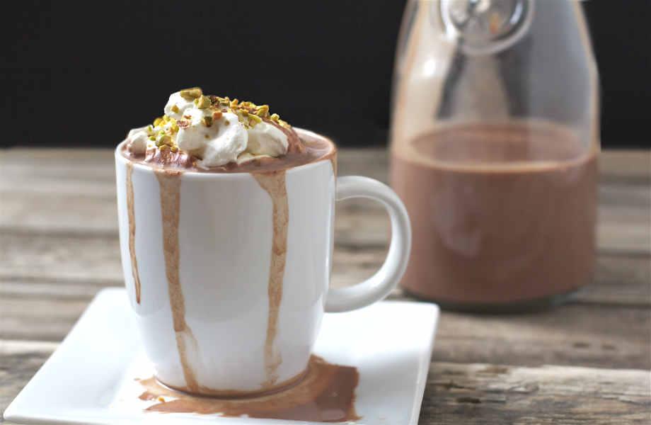 Αρκεί λίγη ζεστή σοκολάτα για να νιώσετε τη χαρά να ξεχύνεται!