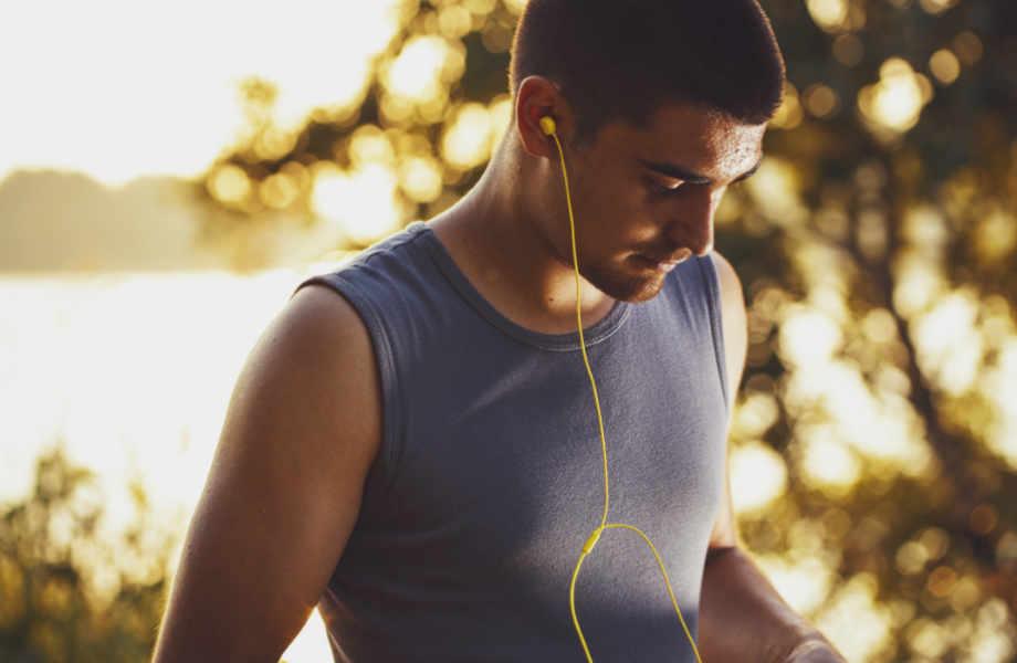 Θέλετε να νιώσετε πιο ευτυχισμένοι; Οι ειδικοί σας προτρέπουν να βάλετε τα αθλητικά σας και να τρέξετε για την ευτυχία!