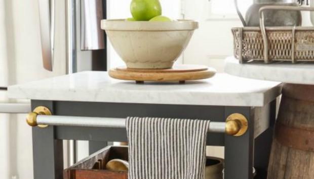Πριν και Μετά: Πώς Μεταμορφώθηκε με 3 Απλές Κινήσεις ένα Τραπεζάκι στο Τέλειο Έπιπλο Κουζίνας
