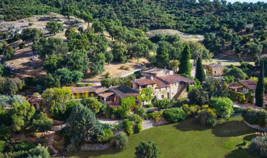 Δείτε από ψηλά πώς φαίνεται το χωριό που δημιούργησε ο γνωστός ηθοποιός.