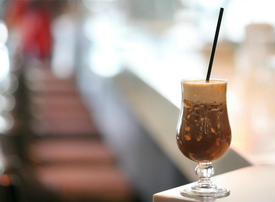 Αν δεν είστε σίγουροι για την καθαριότητα της καφετιέρας του beach bar που συχνάζετε, τότε προτιμήστε να φτιάξετε καφέ από το σπίτι ή αγοράστε κάτι άλλο.