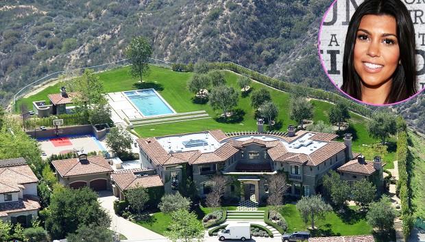 Μπείτε στο Υπέροχο Ασπρόμαυρο Σπίτι της Kourtney Kardashian!