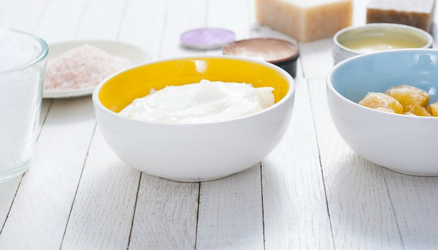 Φτιάξτε Δροσιστική και Ενυδατική Μάσκα Προσώπου με 2 Υλικά που Υπάρχουν σε Κάθε Κουζίνα!